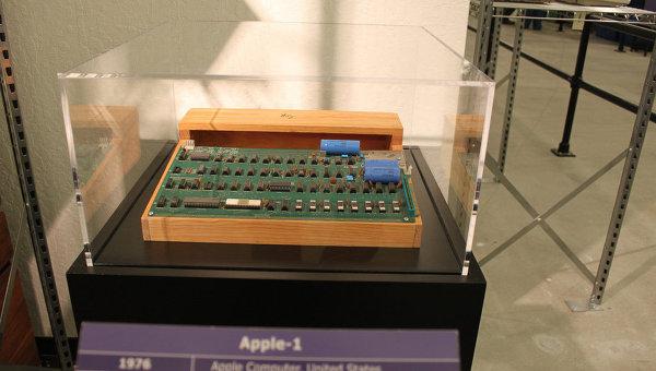 Первый персональный компьютер Apple-1. Архив