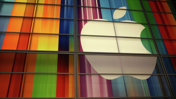 Логотип компании Apple на здании в Сан-Франциско. Архив