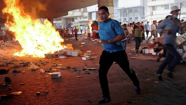 Сторонники свергнутого президента Египта Мурси о время акции протеста в Каире, 16 августа 2013