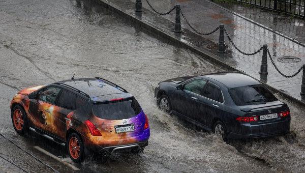 Подтопленные улицы в центре Владивостока