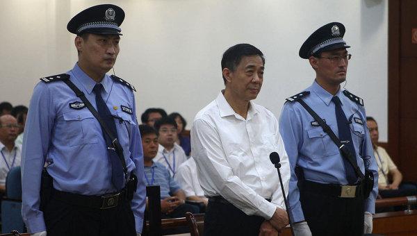 Китайский политик Бо Силай в суде. Архив