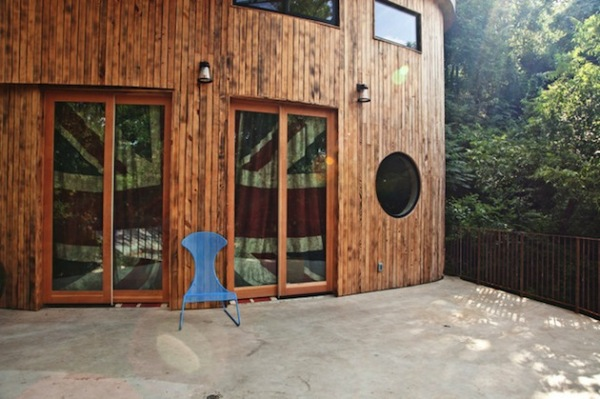 Treetop Austin Home: необычный деревянный дом с винтажным интерьером