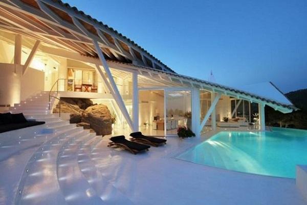 Ломаная крыша напоминает морские волны