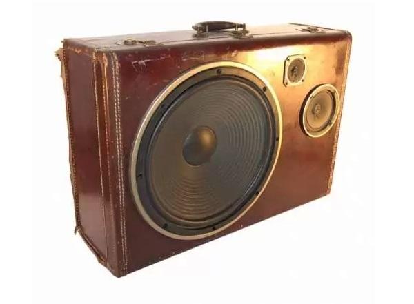Аудиомагнитофон-чемодан Gentleman's Boombox