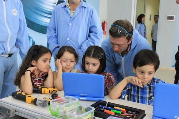 Ноутбуки для грузинских школьников