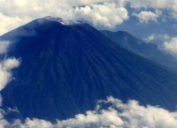 Вид на вулкан Мерапи с самолета
