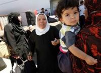 Палестинцы на пропускном пункте Рафах на границе с сектором Газа. Архив