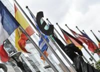 Флаги стран-членов ЕС перед зданием Европейского парламента в Брюсселе