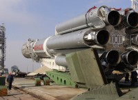 Установка ракеты-носителя Протон-М. Архив