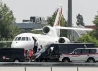 Президент Боливии Эво Моралес Айма возле самолета в аэропорту Вены