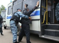 Массовые проверки на московских рынках после нападения на оперативников