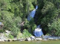 Водопад на заповедном берегу Телецкого озера