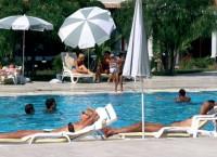 Туристы у бассейна