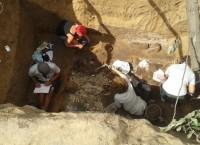 Археологи с башкирским студентами раскопали в Оренбурге нетронутую могилу богатой амазонки
