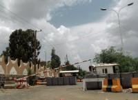 КПП, ведущий к посольству США в Сане, Йемен