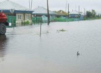Вышедшая из берегов река затопила поселок Париж в Челябинской области