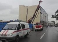 Накренившаяся буровая установка на Лиговском проспекте в Петербурге