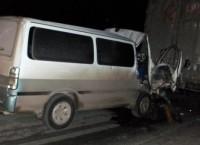 Микроавтобус врезался в грузовик под Новосибирском