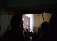 В квартиру сотрудника штаба Навального пытаются проникнуть силой