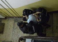 Силовики вскрыли квартиру, где могут быть запрещенные агитматериалы