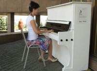 Бесплатные пианино появились на улицах Красноярска