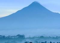 Вид на вулкан Мерапи. Архив