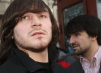 Обвиняемый по делу об убийстве Анны Политковской Джабраил Махмудов и адвокат подсудимых Мурат Мусаев (слева направо). Архив