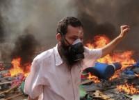 Сторонник Братьев-мусульман во время протестов в Каире