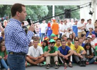 Председатель правительства РФ Дмитрий Медведев во время встречи с участниками Северо-Кавказского молодежного форума Машук-2013 в Пятигорске