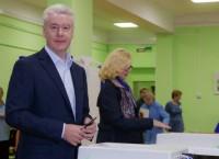 Сергей Собянин во время голосования на избирательном участке