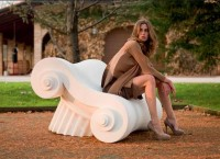 Античные руины в саду ‒ комплект садовой мебели от Studio 65