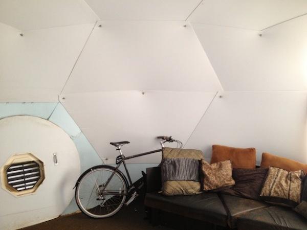 Dome Shelter Geodesic: временное жилище площадью 18,5 квадратных метров