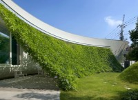 Защитный зеленый экран в доме Green Screen House от Hideo Kumaki Architect Office