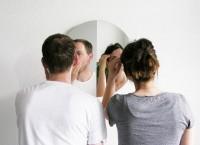 Гнущееся зеркало для двоих от дизайнерской компании Halb/Halb
