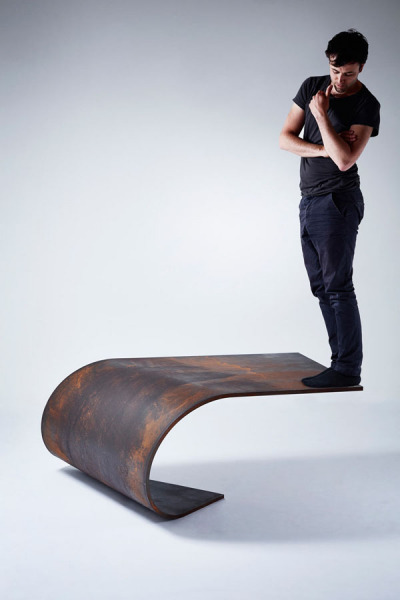 Poised: идеально сбалансированный стальной стол