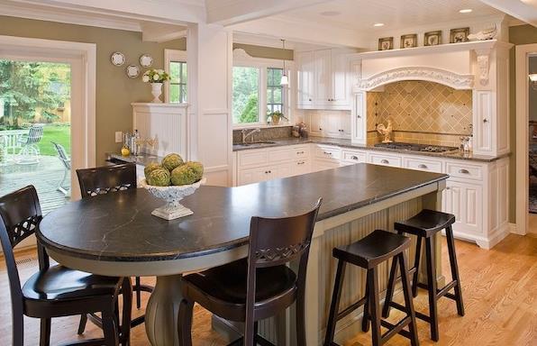 Кухонная стойка с круглой столешницей от The Woodshop of Avon