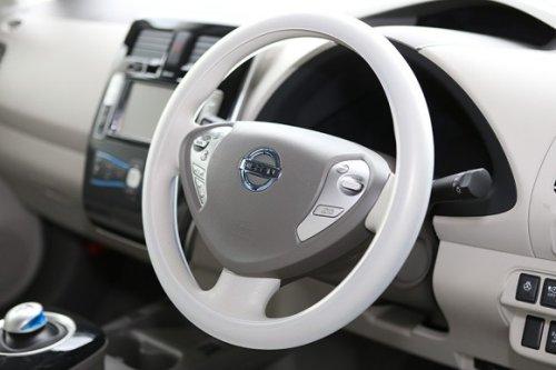 Панель приборов автомобиля Nissan Leaf